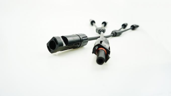 Lightweight MC4 Y Connector 2 To 1 Strong Commonality For Solar System Installation